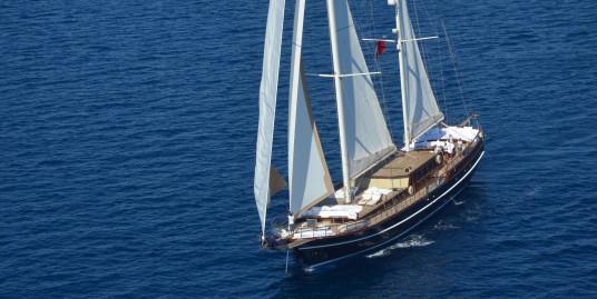 Nialanca /38 m De Lux Vessel / 2007 / 5 double cabin