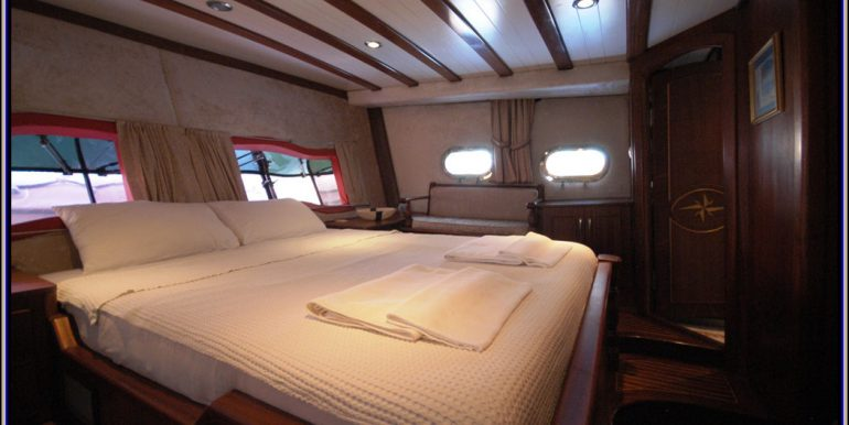 Aft master cabin 8