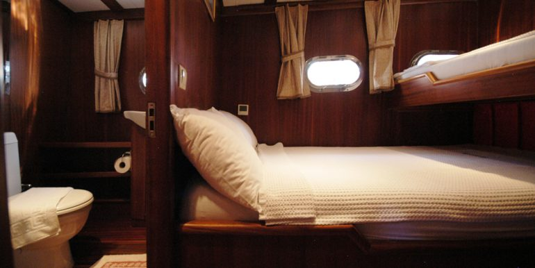 Double cabin with bunk bed 1
