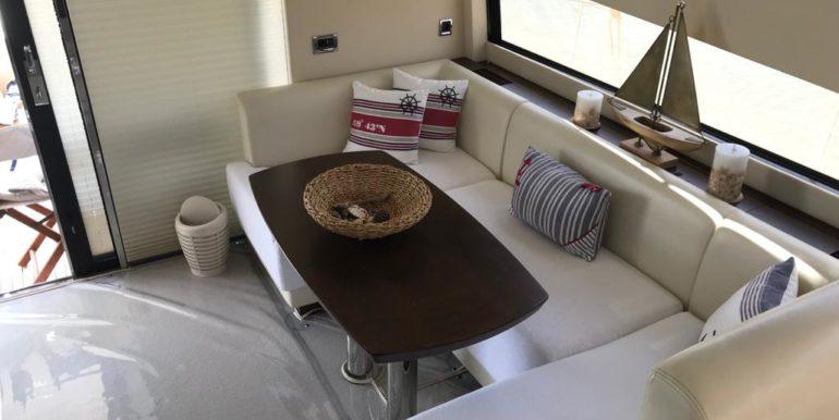 Fairline Squadron 48- Living Room