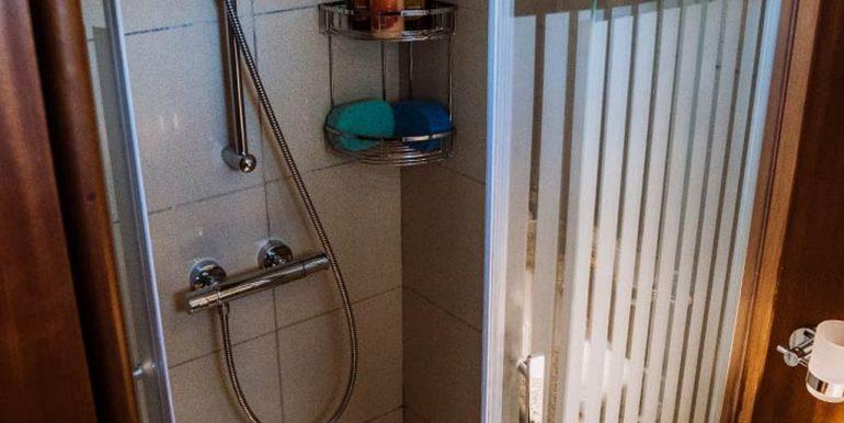 Interior-Bathroom-02