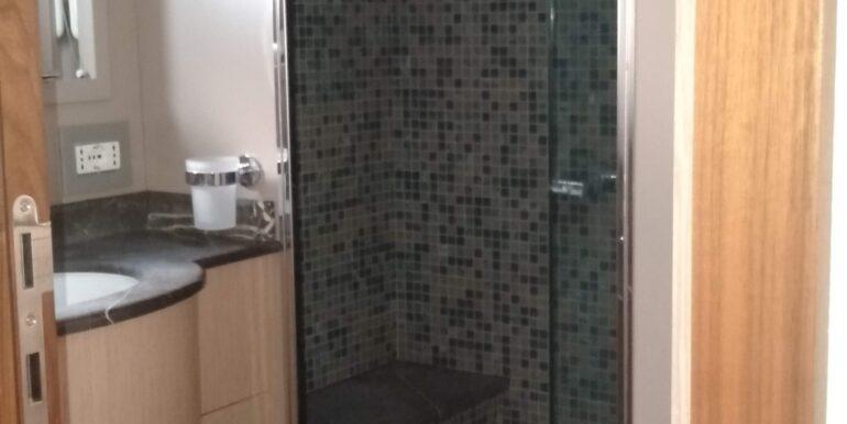 Bathroom 2 of Maestro 82′   2012